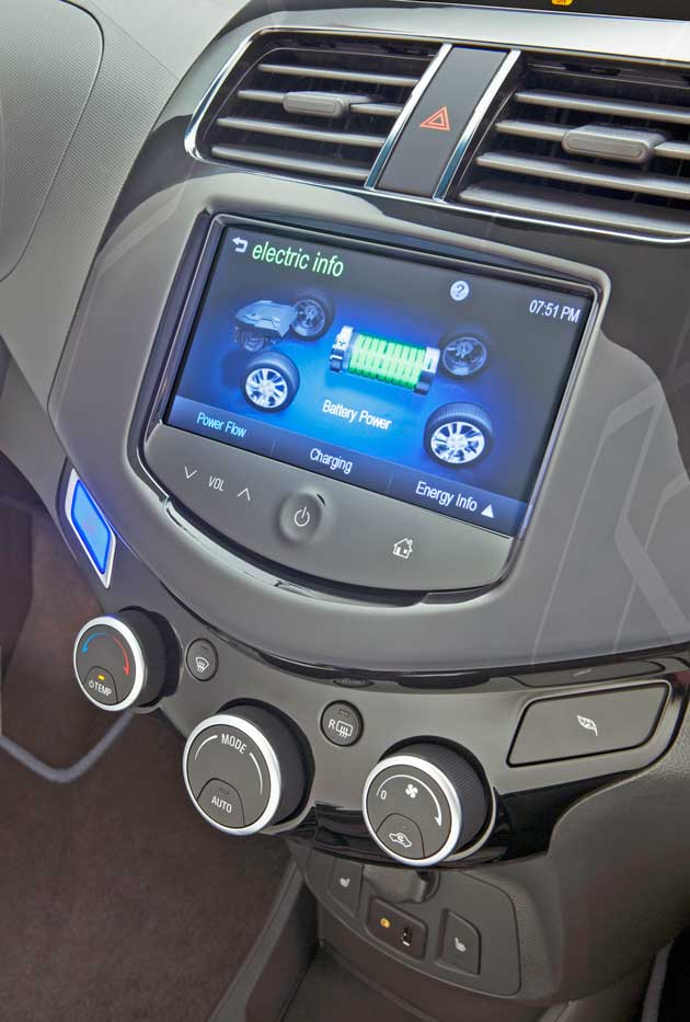 2014-Chevrolet-Spark-EV-Engy-Screen