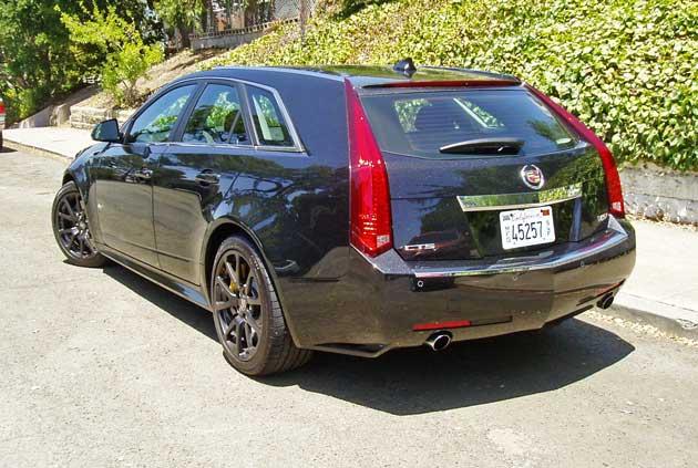 2013-Cadillac-CTS-V-Wagon-RR