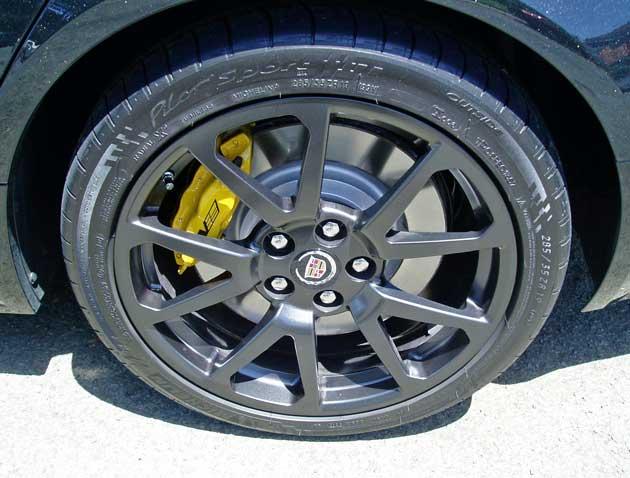 2013-Cadillac-CTS-V-Wagon-Whl