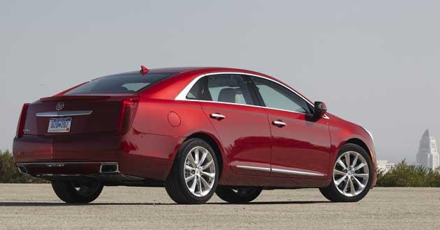2013-Cadillac-XTS-rear