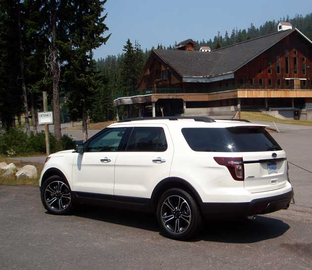 2013-Ford-Explorer-Sport-LRear