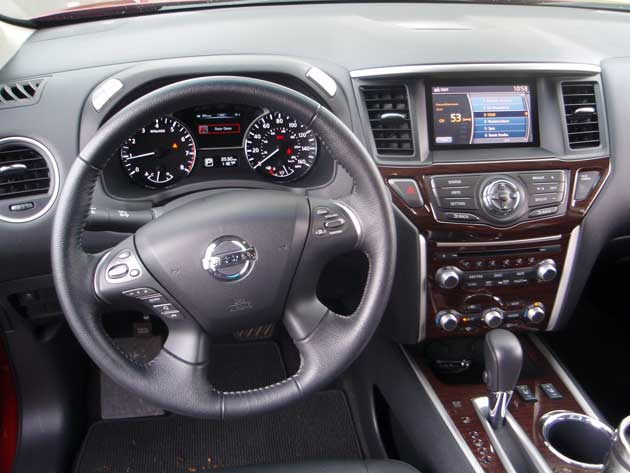 2013-Nissan-Pathfinder-dash