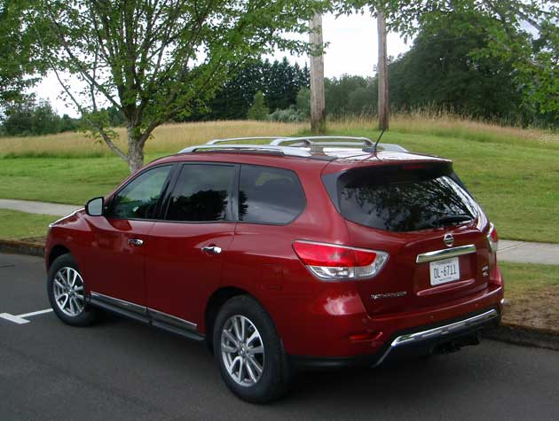 2013-Nissan-Pathfinder-rear