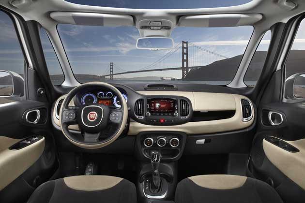 2014-Fiat-500L-dash