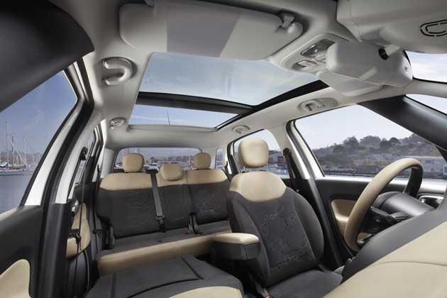 2014-Fiat-500L-rear-int