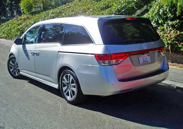 2014 honda odyssey touring elite test drive our auto expert. Black Bedroom Furniture Sets. Home Design Ideas
