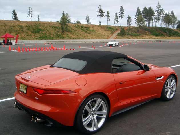 2014-Jaguar-F-Type-autocros