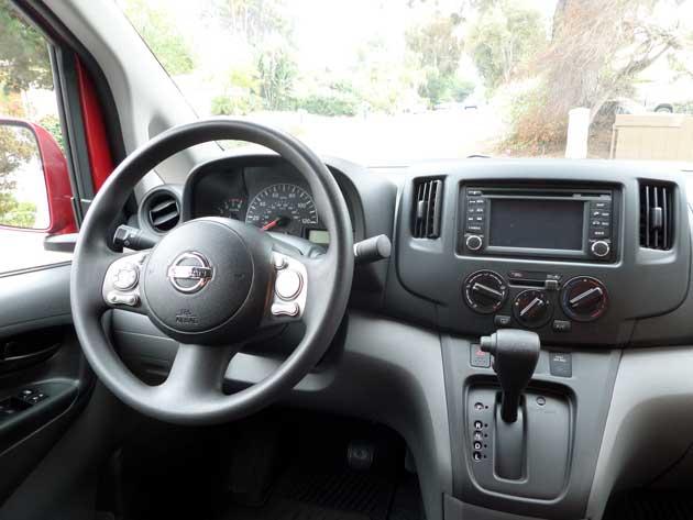 2014-Nissan-Note-interior