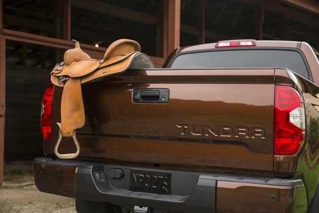 2014-Toyota-Tundra-tailgate