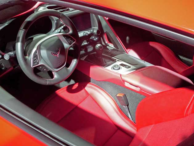 2014-Chevy-Corvette-Stingray-Int