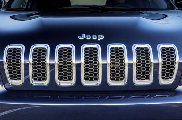 2586 Jeep Cherokee grille