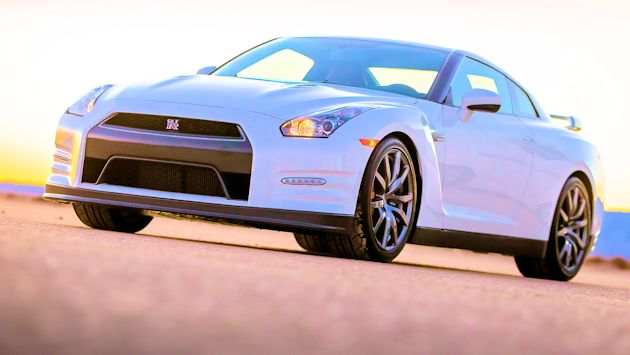 2014 Nissan GT-R frontQ