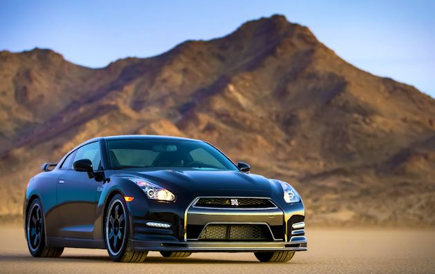 2014 Nissan GT-R frontR
