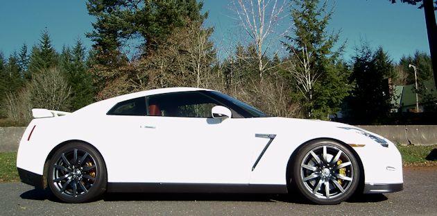 2014 Nissan GT-R sdie