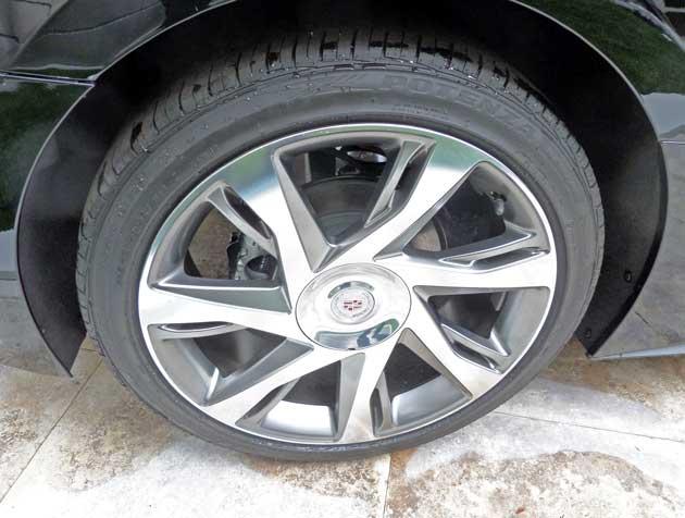 Cadillac-ELR-Whl