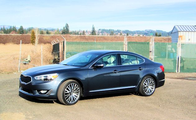2014 Kia Cadenza side