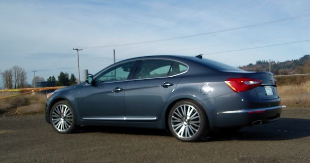 2014 Kia Cadenza side2