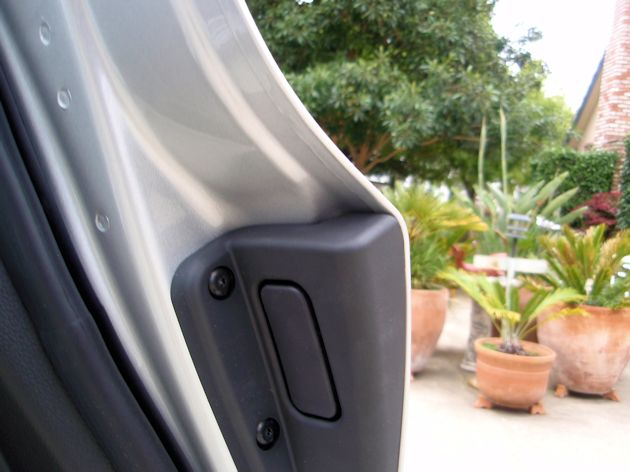 2014 Cadillac ELR door button