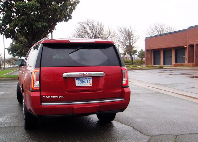 2015 GM SUV Yukon XL rear