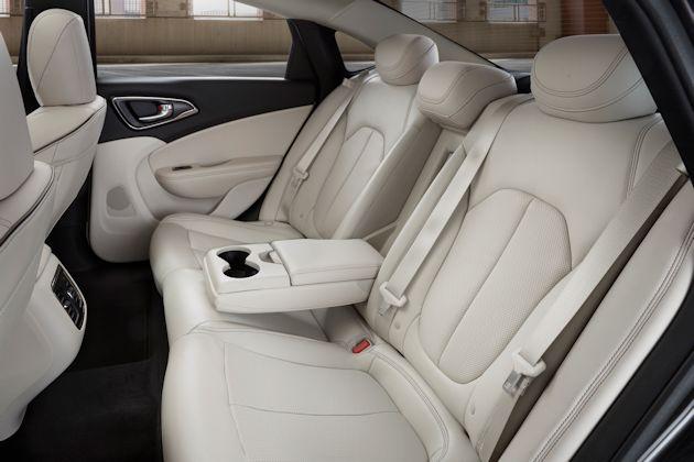 2015 Chrysler 200 Rseat