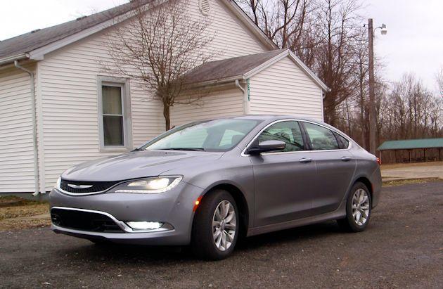 2015 Chrysler 200 frontQ2