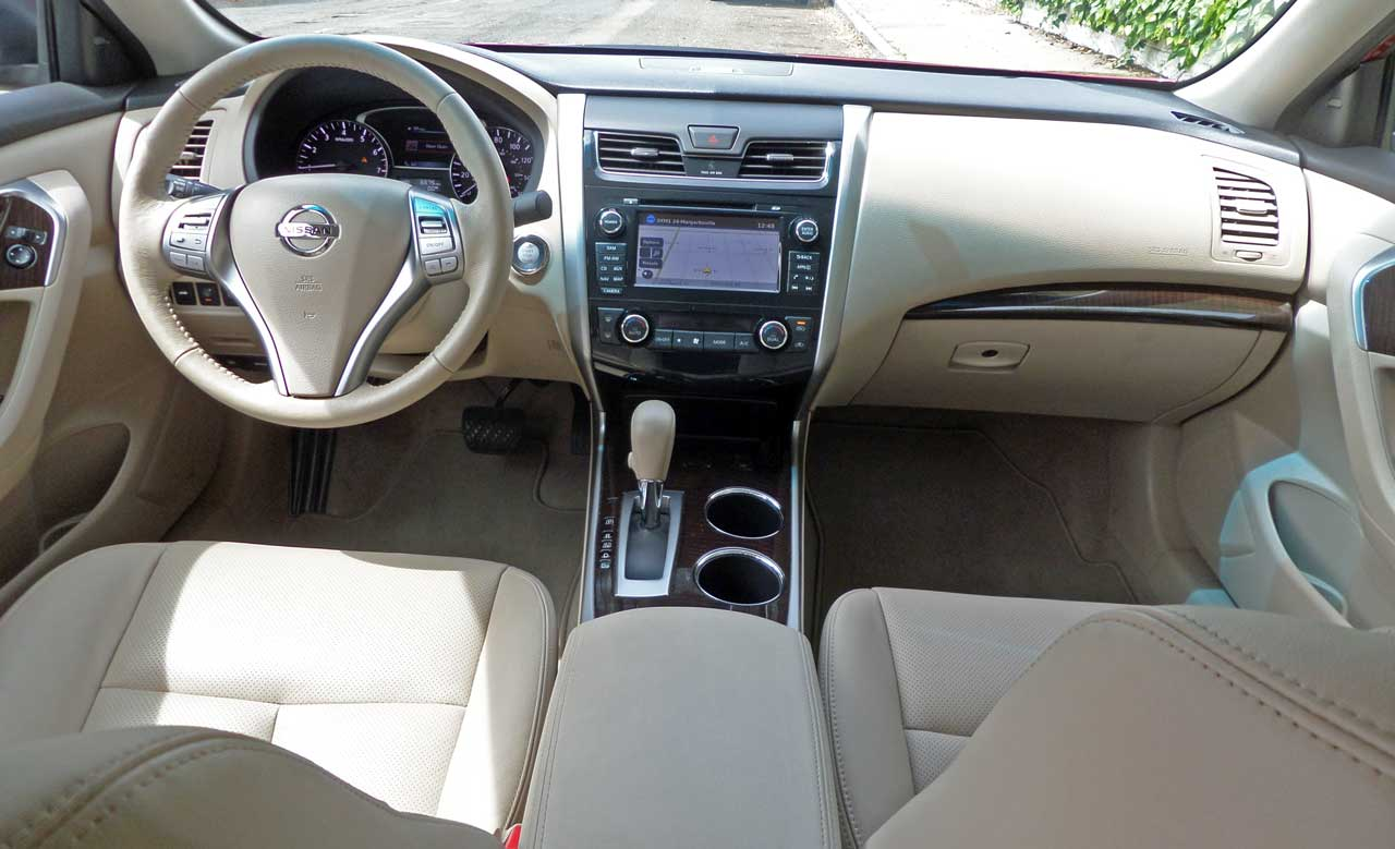 2014 nissan altima 2 5 sl test drive our auto expert. Black Bedroom Furniture Sets. Home Design Ideas