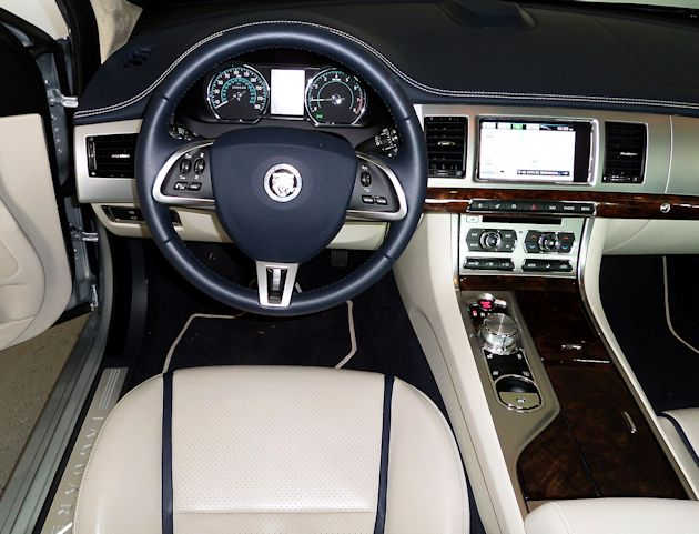 2014 Jaguar XF dash