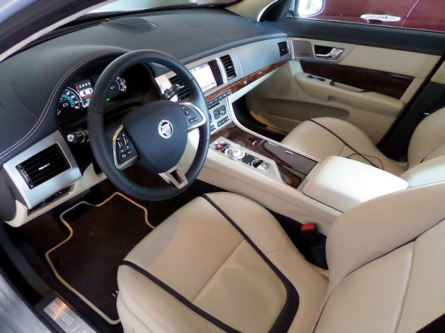 2014 Jaguar XF interior
