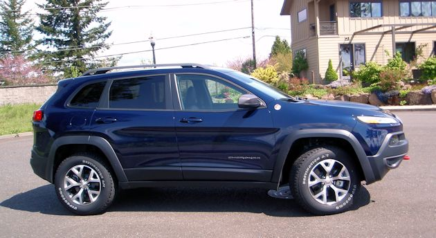 2014 Jeep Cherokee side 2
