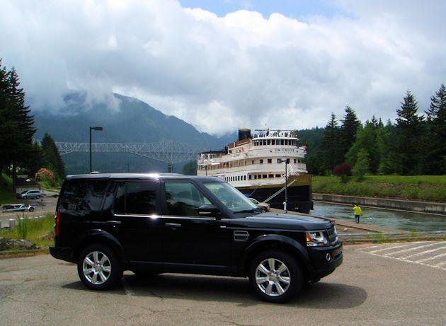 2014 Land Rover LR4 side 2