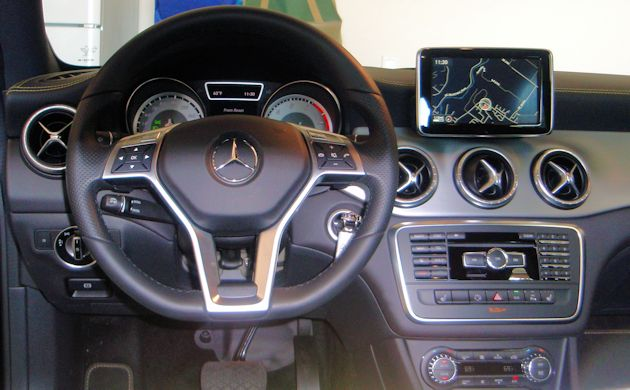 2014 Mercedes-Benz CLA dash 2