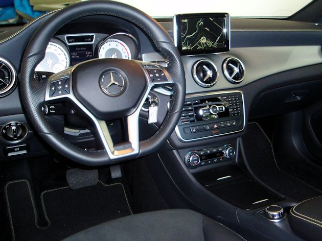 2014 Mercedes-Benz CLA dash