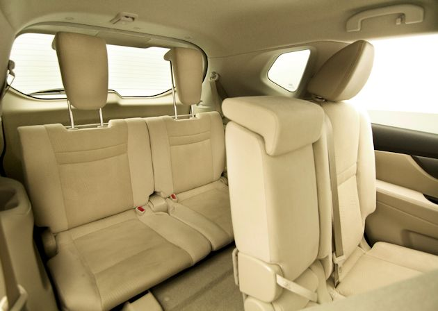2014 Nissan Rogue rear seats