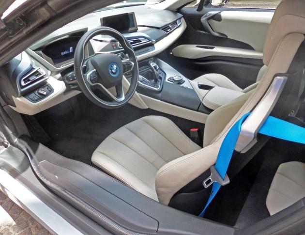 BMW-i8-Int