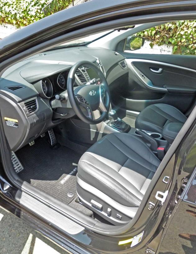 Hyundai-Elantra-GT-Int