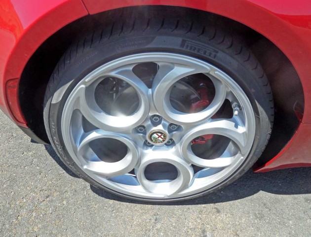 Alfa-Romeo-4C-HS-Whl