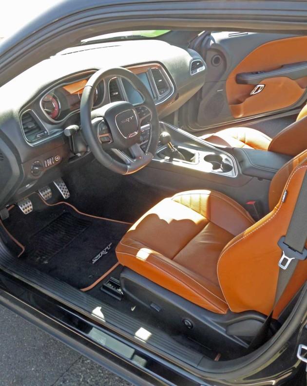 Dodge-Challenger-HC-Int