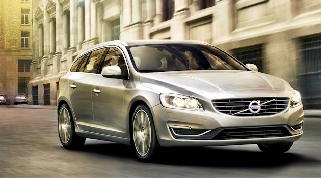 2015 Vollvo V60 front moving