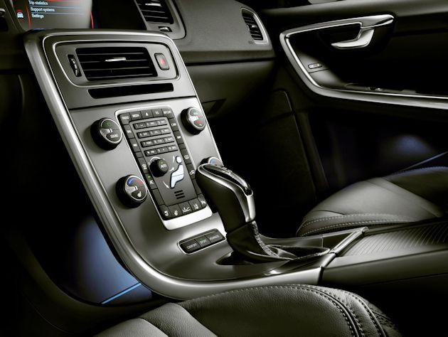 2015 Volvo V60 center stack