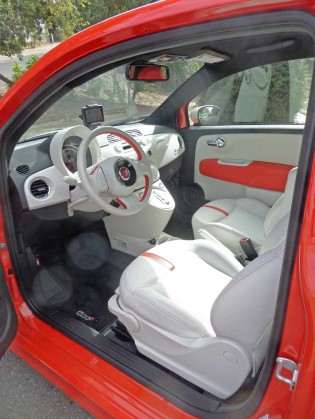 Fiat-500e-Int-LS