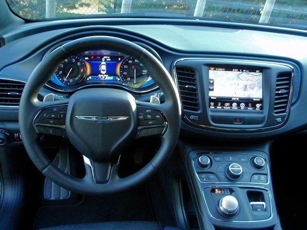 2015 Chrysler 200S dash