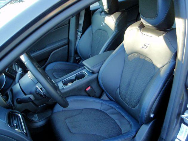 2015 Chrysler 200S interior