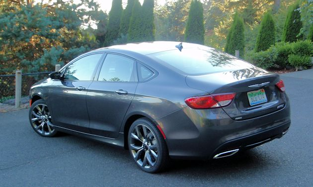 2015 Chrysler 200S rear q