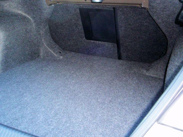 2015 Chrysler 200S trunk