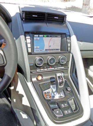 Jaguar-F-Type-S-V6-Coupe-IP
