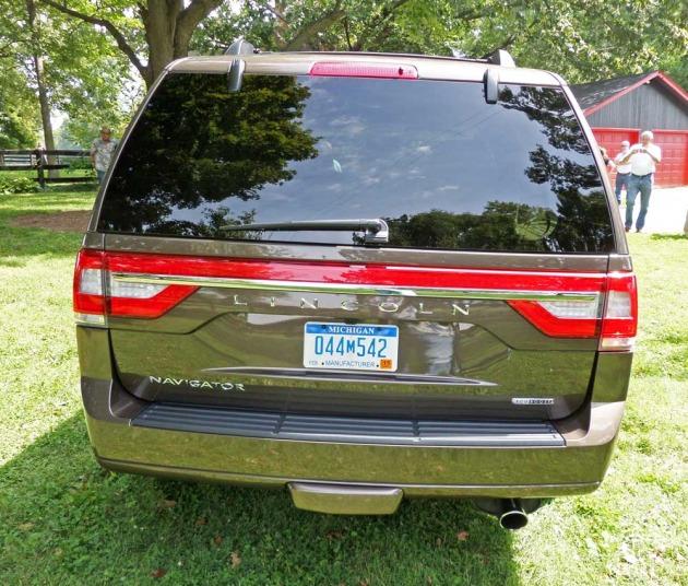 Lincoln-Navigator-Tail