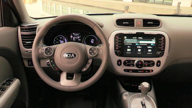 2015 Kia Soul EV dash