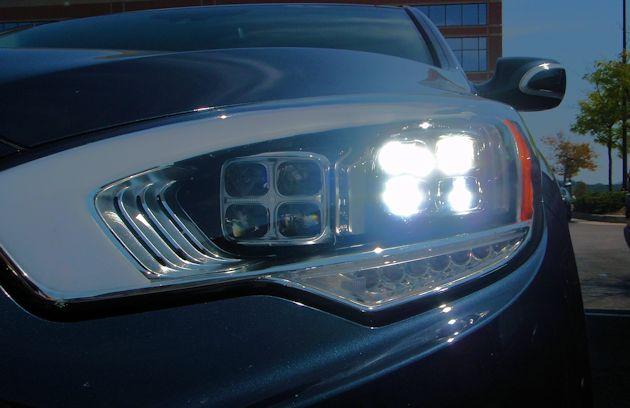 2015 Kia 900 headlight