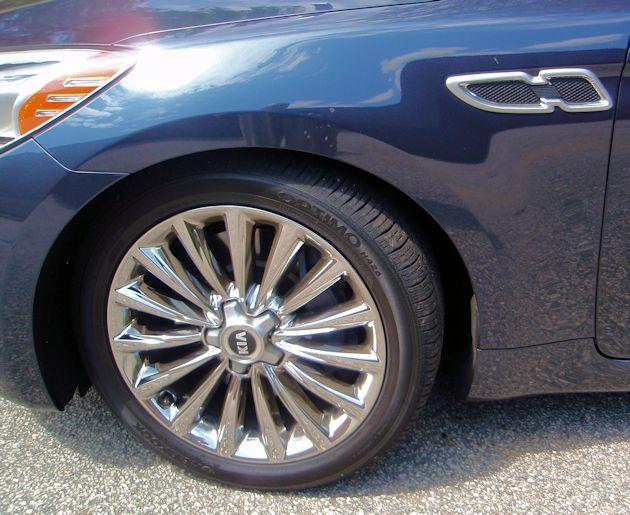 2015 Kia 900 wheel