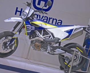 Husqvarna-701-Supermoto